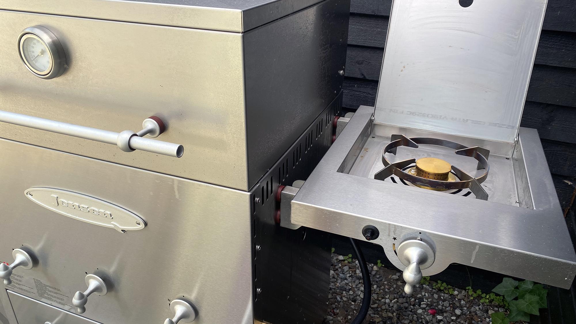 Brug din sidebrænder (side burner) på din JensenGrill